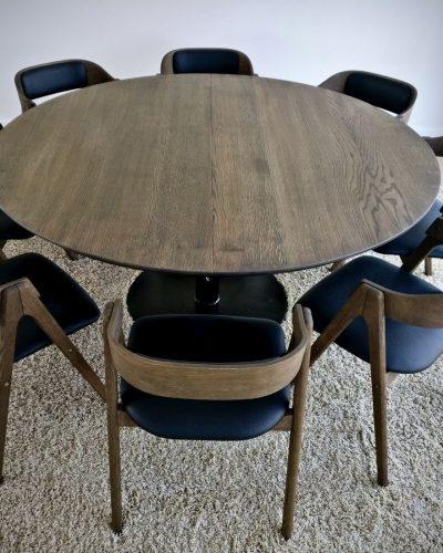 22 rundt plankebord mork egetrae kaerbygaard 2021 1