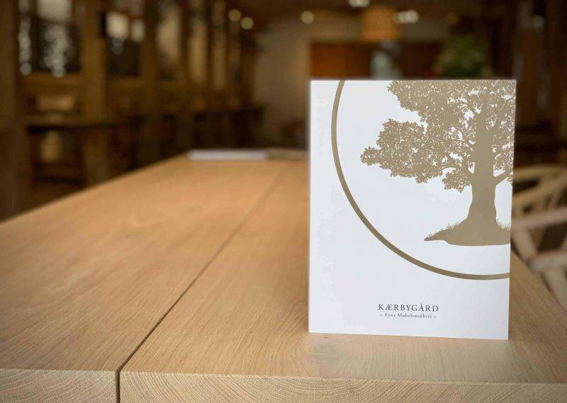 Bog katalog brochure juni2020 Kaerbygaard Kærbygård snedkeri 2020 Juni Elm Valnoed valnød Egetrae egetræ 5 scaled