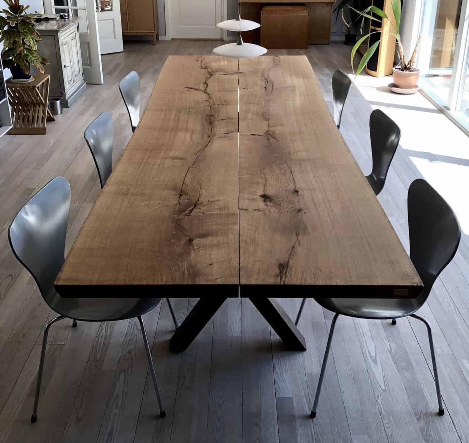 Langt plankebord til spisestuen