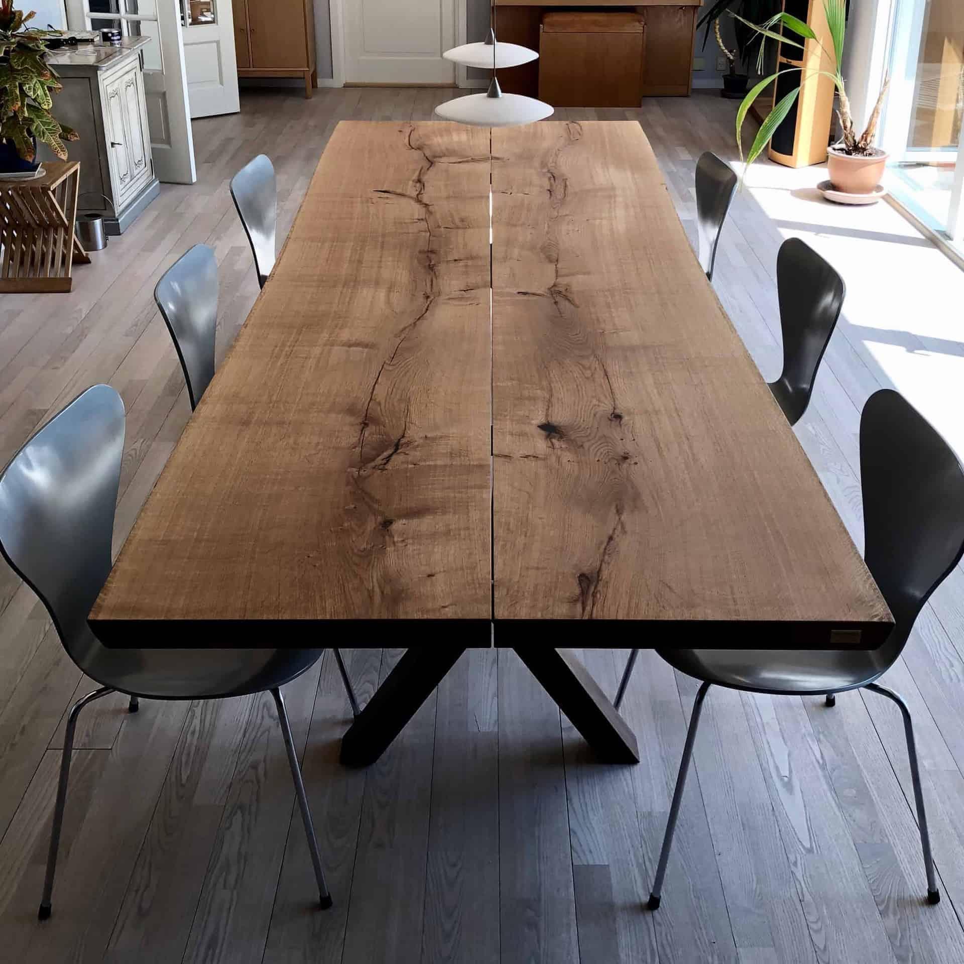 - kaerbygaard plankebord KÆRBYGÅRD 2020 snedkeri - træbord_ Egetræ - valnød elmetræ