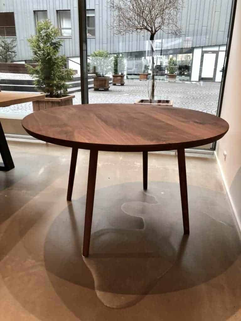 Rundt bord i Valnød