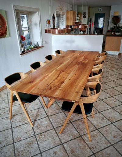 Plankebord i elmetrae 2021 kaerbygaard 2021 med udtryk og 2 tillaegsplader inkl mette spisebordsstole 10