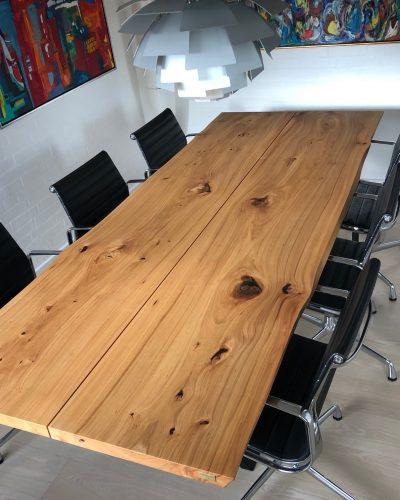 Plankebord i elmetrae 2021 kaerbygaard 2021 med udtryk og 2 tillaegsplader inkl mette spisebordsstole 11