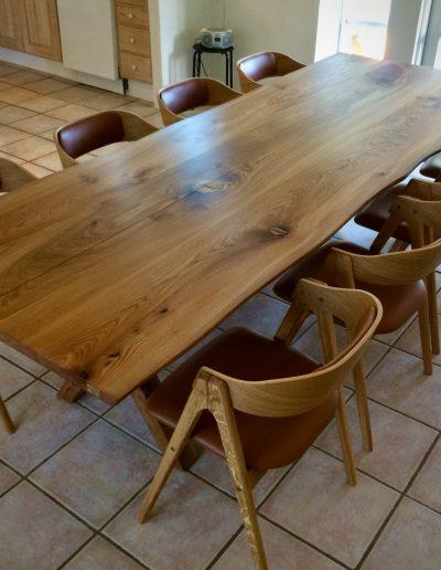 Plankebord i elmetrae 2021 kaerbygaard 2021 med udtryk og 2 tillaegsplader inkl mette spisebordsstole 2