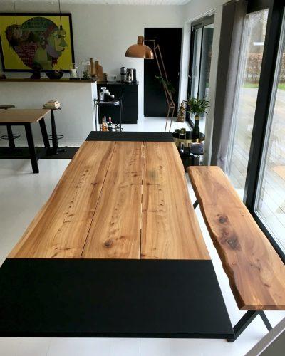 Plankebord i elmetrae 2021 kaerbygaard 2021 med udtryk og 2 tillaegsplader inkl mette spisebordsstole 5 scaled