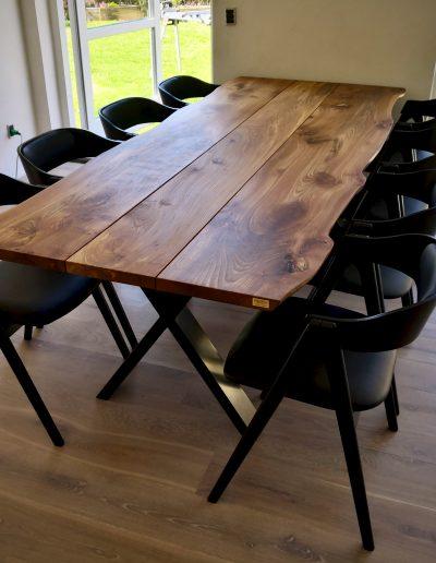 Plankebord i elmetrae 2021 kaerbygaard 2021 med udtryk og 2 tillaegsplader inkl mette spisebordsstole 6 1