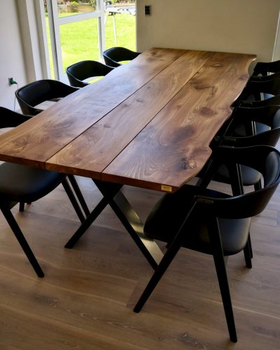 Plankebord i elmetrae 2021 kaerbygaard 2021 med udtryk og 2 tillaegsplader inkl mette spisebordsstole 6 1 scaled