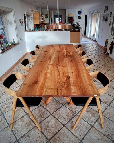 Plankebord i elmetrae 2021 kaerbygaard 2021 med udtryk og 2 tillaegsplader inkl mette spisebordsstole 9 scaled