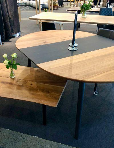 Rundt plankebord i elmetrae 2021 kaerbygaard 2021 med udtryk og 2 tillaegsplader inkl mette spisebordsstole 3 1