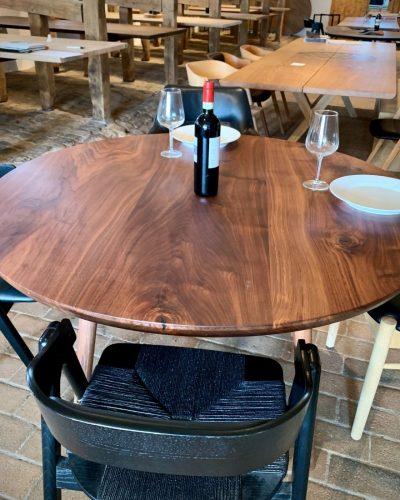 Rundt plankebord valnod kaerbygaard