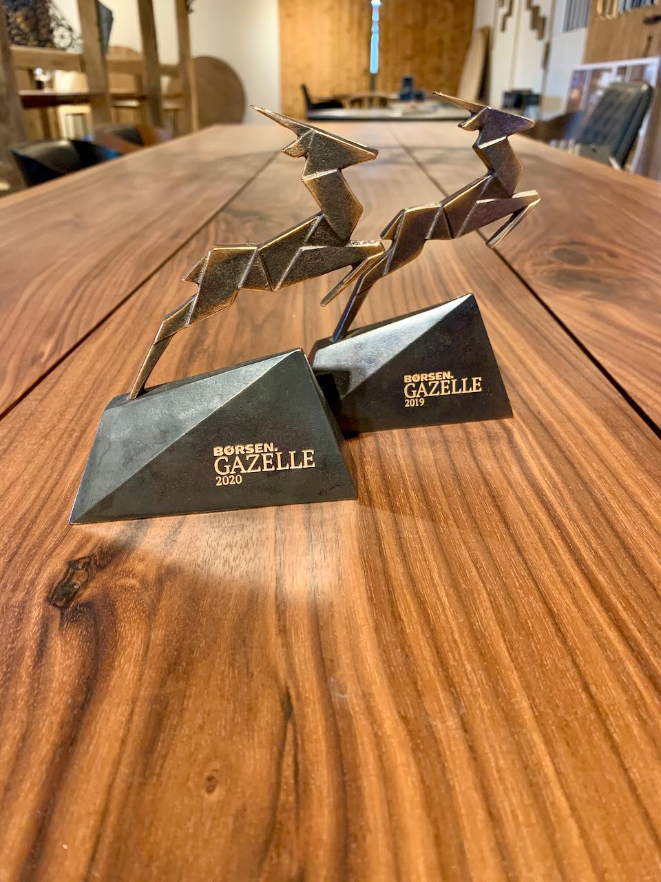 gazelle2019 redigeret 1 1 - kaerbygaard plankebord KÆRBYGÅRD 2020 snedkeri - træbord_ Egetræ - valnød elmetræ