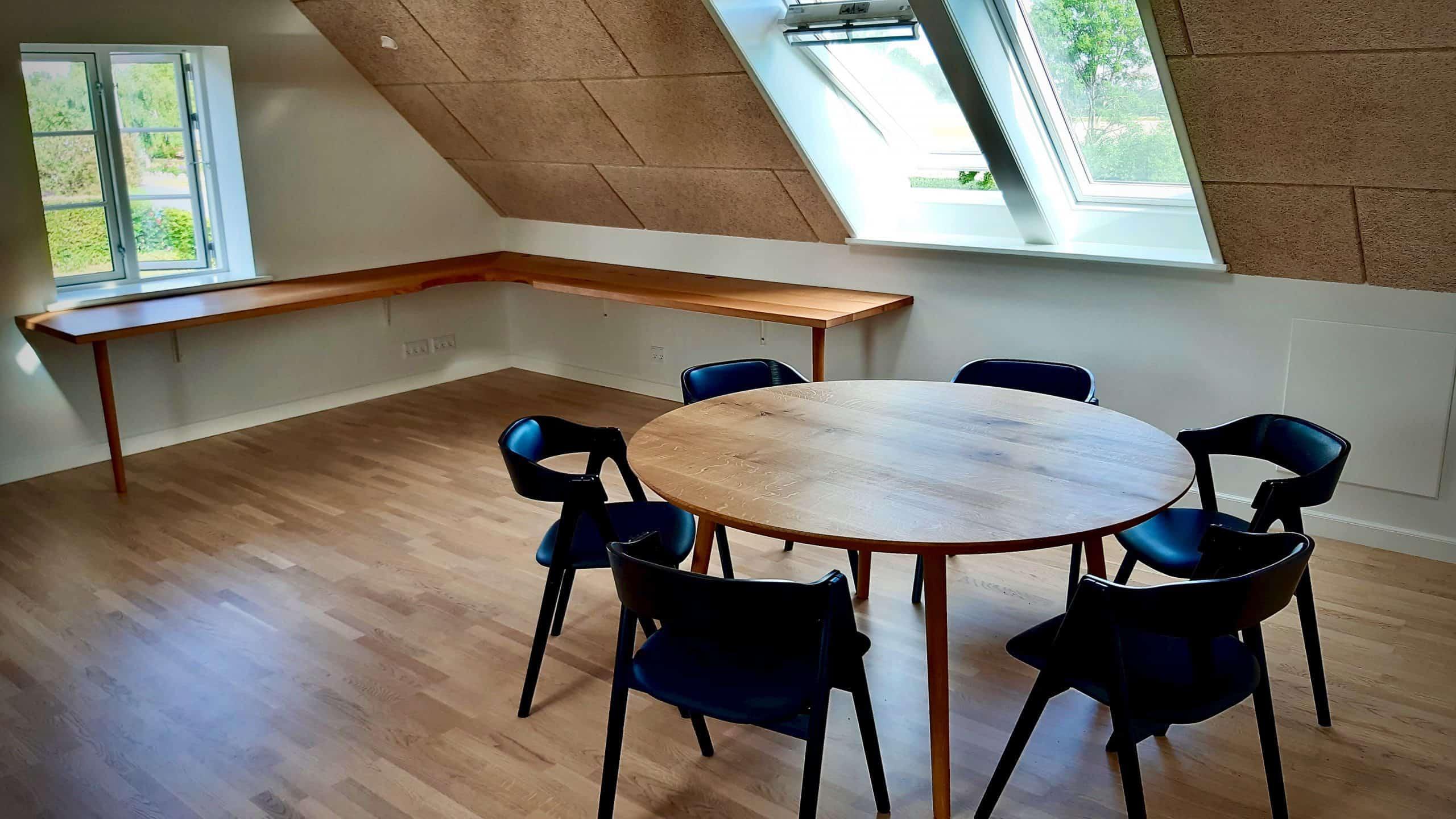 rundtbord rundbord ovalt bord bord i trae traebord traemobler kaerbygaard kaerbygård august 2020 1 scaled