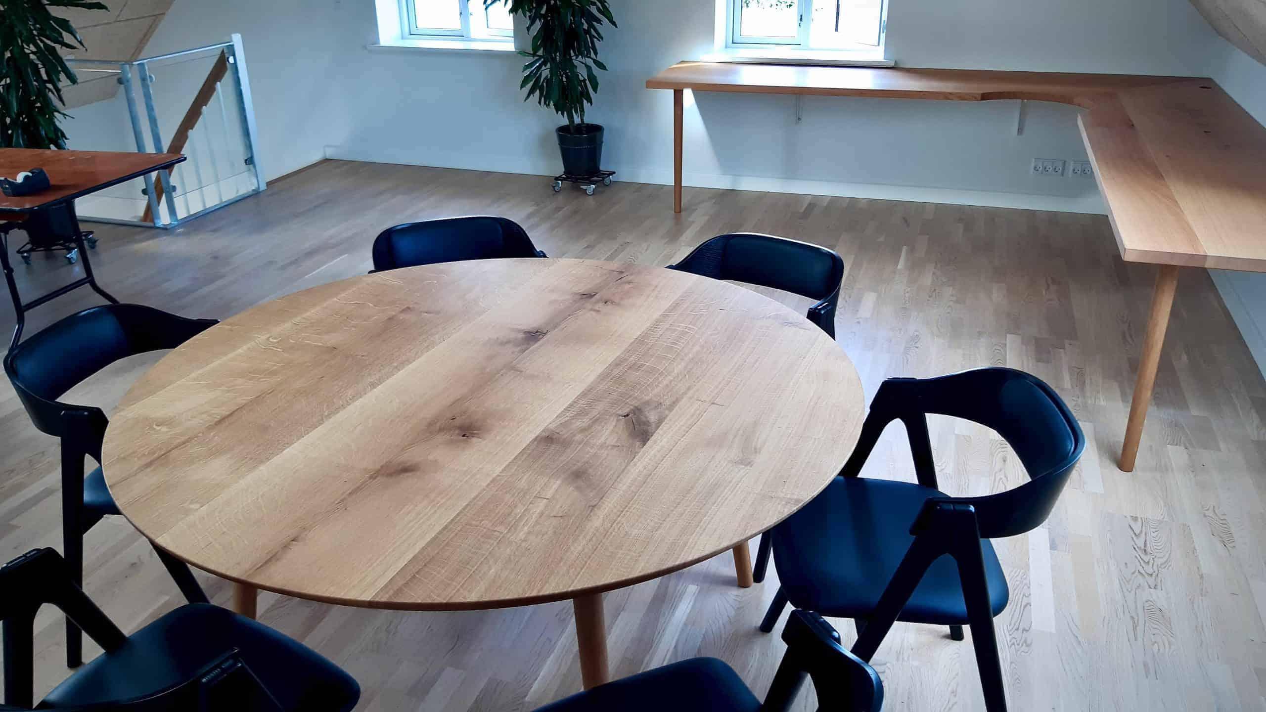 rundtbord rundbord ovalt bord bord i trae traebord traemobler kaerbygaard kaerbygård august 2020 17 scaled