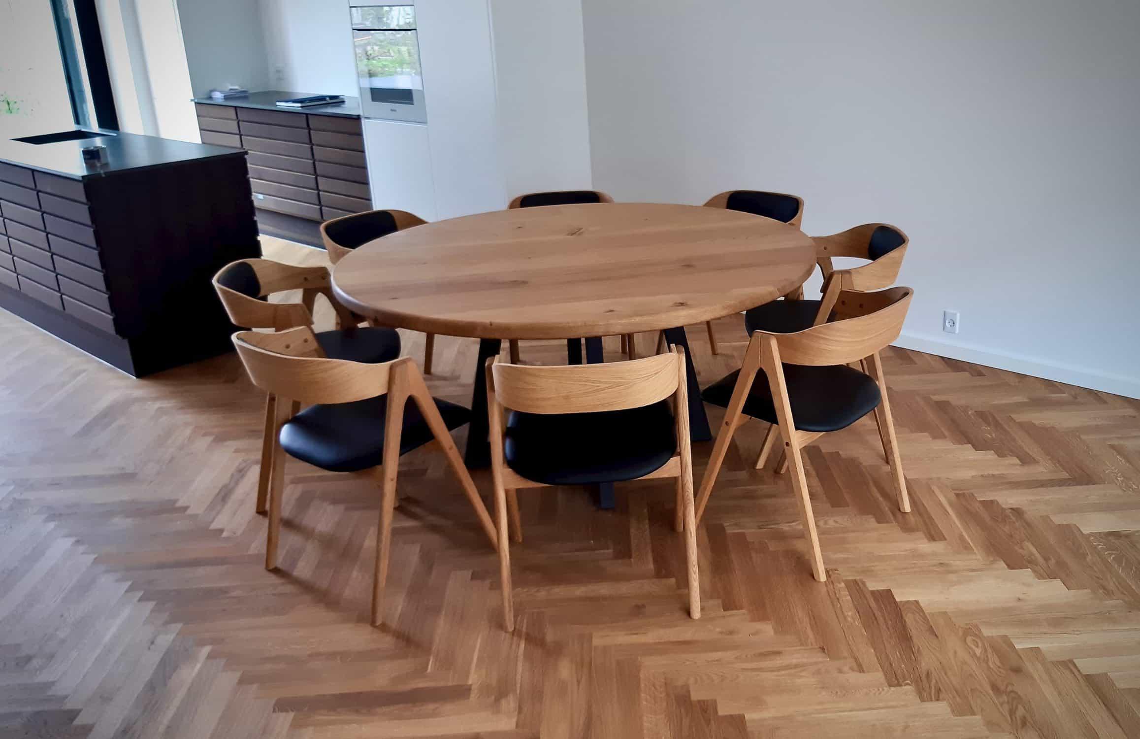rundtbord rundbord ovalt bord bord i trae traebord traemobler kaerbygaard kaerbygård august 2020 3 scaled