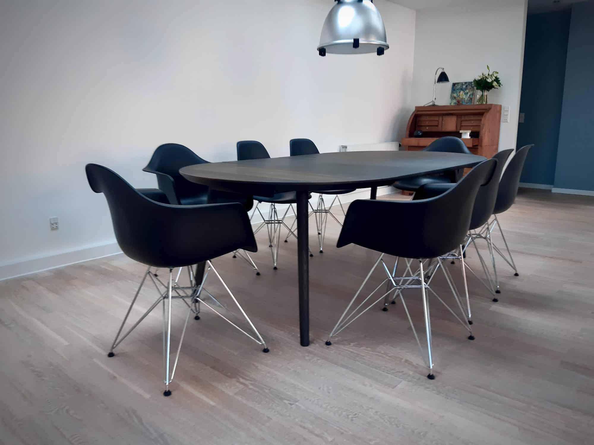 rundtbord rundbord ovalt bord bord i trae traebord traemobler kaerbygaard kaerbygård august 2020 5 scaled