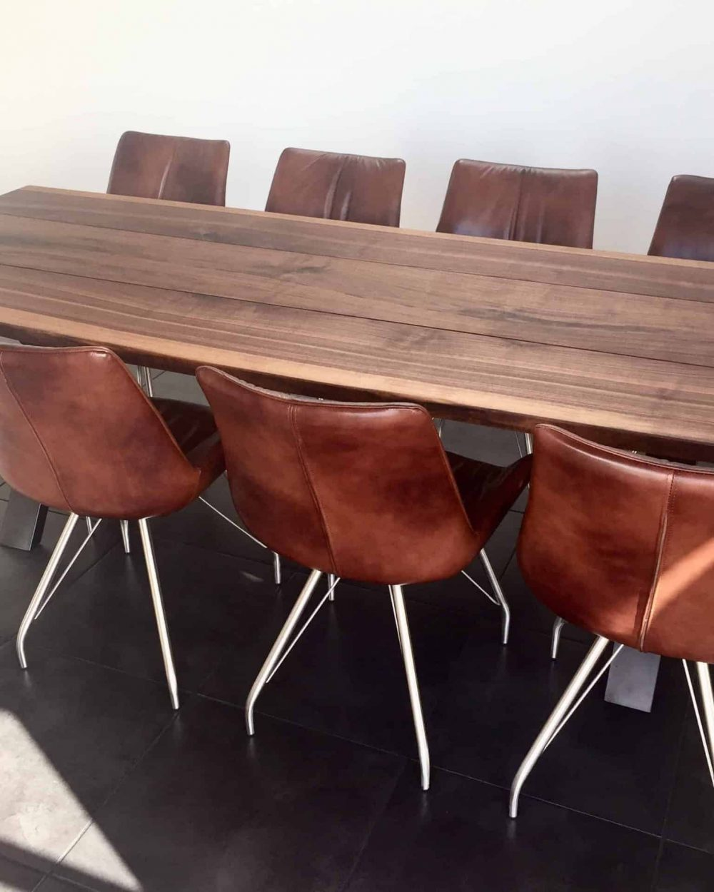walnut table 04 1 - Walnut table with chairs in natural oil